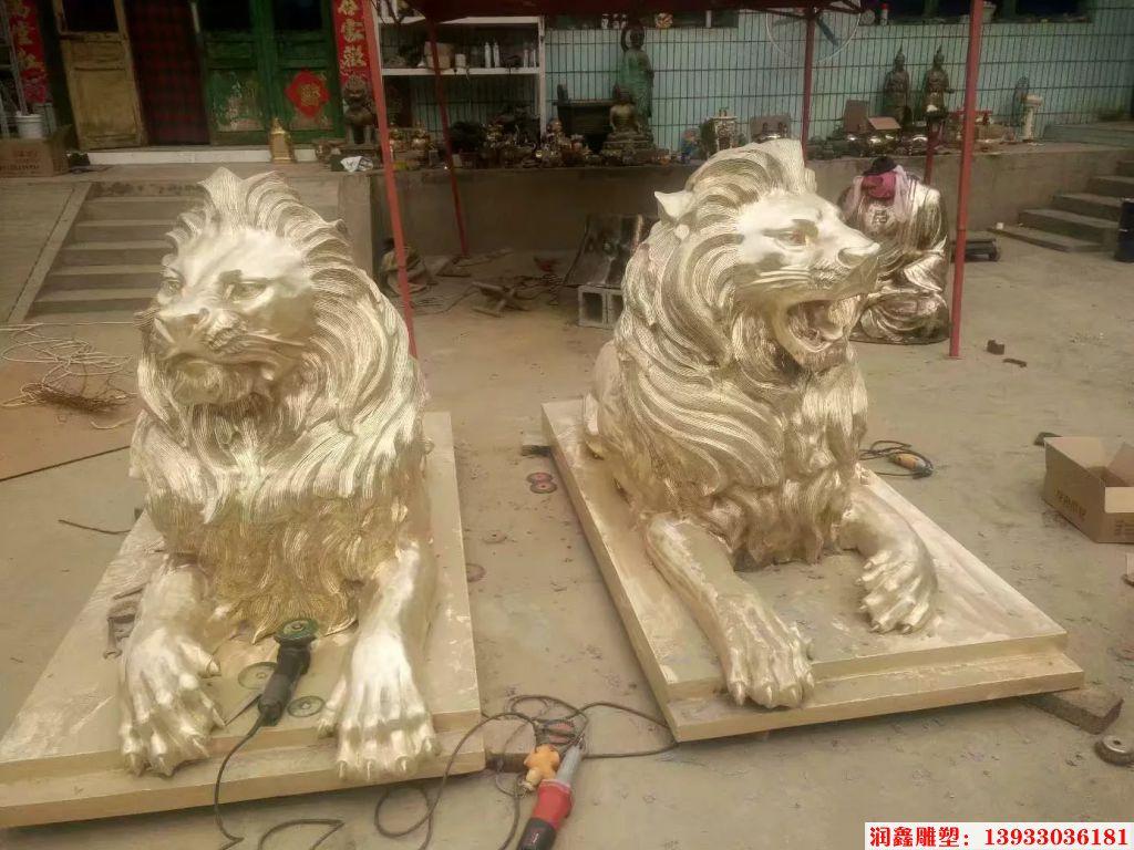 铜爬狮子雕塑